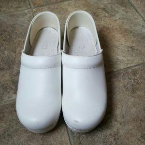 Dansko white leather women's nurse shoes Sz 39